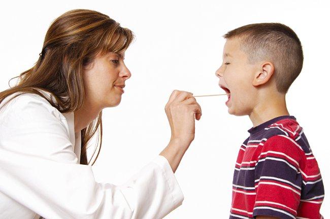Пропал голос у ребенка: что делать?