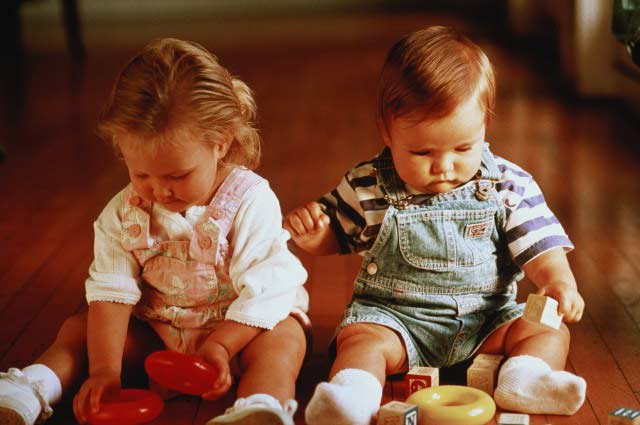 Что делать, если ребенок не хочет играть с другими детьми?