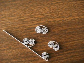 Как сделать игрушки на елку в технике квиллинг, фото