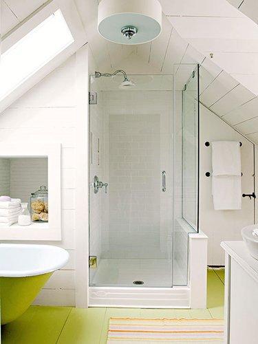 Оригинальные интерьеры маленьких ванных комнат: 15 идей с фото