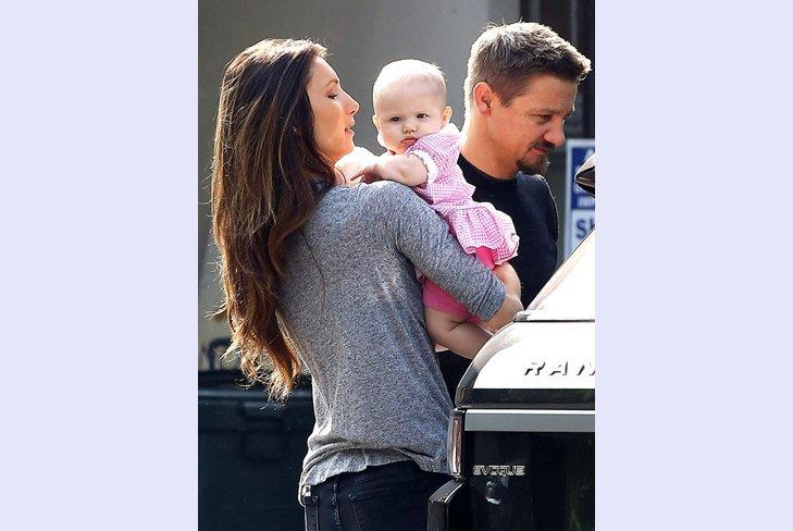 Фото Джереми Реннера со своей маленькой дочкой