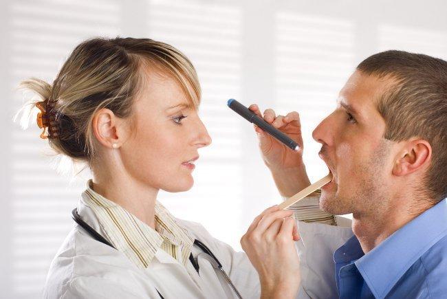 Как быстро вылечить горло в домашних условиях?