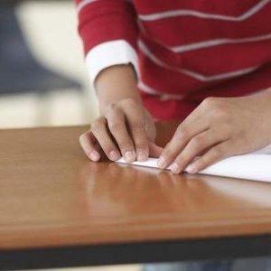 Как сделать машинку из бумаги без ножниц и клея
