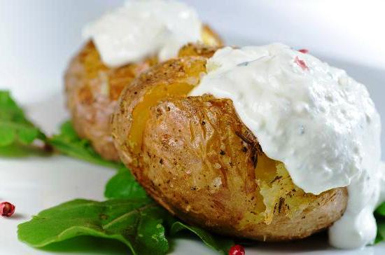 Картофель с чесноком в фольге в духовке