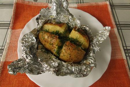 Картофель запеченный в духовке в фольге с салом рецепт