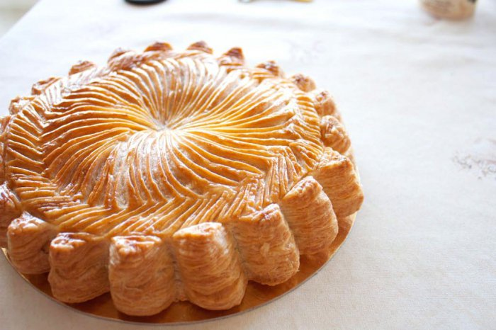 Пирожное наполеон из слоеного магазинного бездрожжевого теста