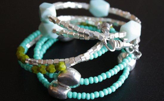 Красивые браслеты из бисера: плетение для начинающих