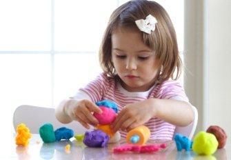 Лепить с ребенком из пластилина - это весело!