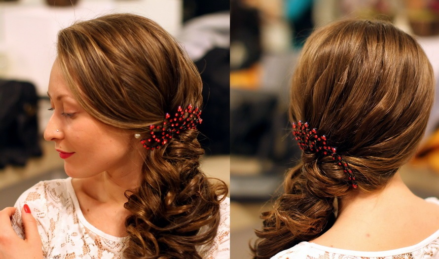 Прически с кудрями на бок на длинные волосы с челкой
