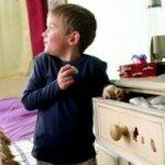 Маленький ребенок ворует: что делать?