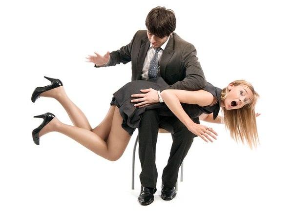 Девушка попой у парня на коленях фото