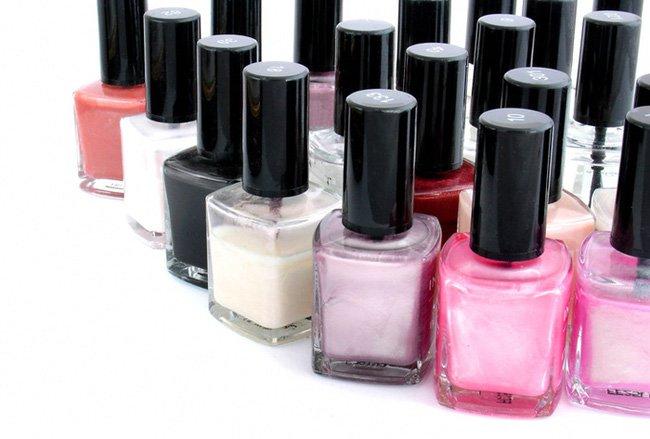 Маникюр на дому: выбираем лак для ногтей