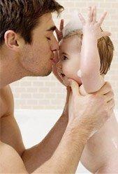 Как ухаживать за новорожденным в первые дни дома?