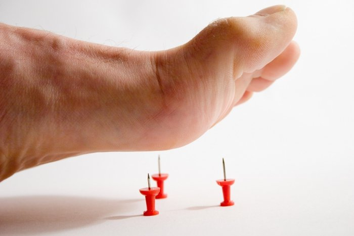 О чем свидетельствует онемевший большой палец на ноге