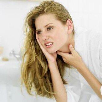 О том, как лечить горло в домашних условиях