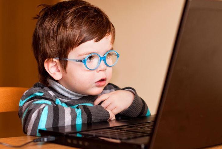 Одинокие дети у компьютера: хорошо это или плохо