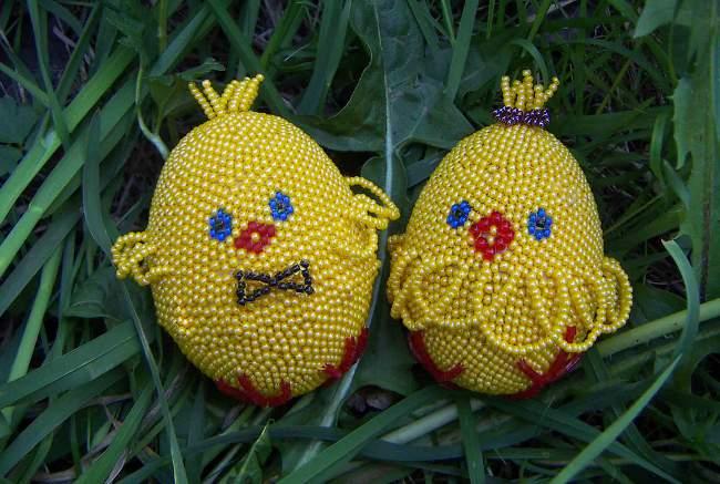 Поделки к Пасхе: оплетение яиц бисером