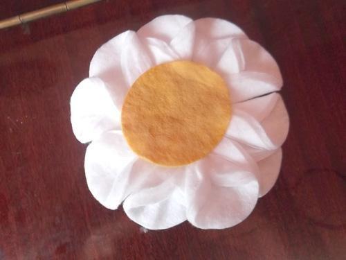 Подарок маме своими руками: поделка-ромашка из ватных дисков
