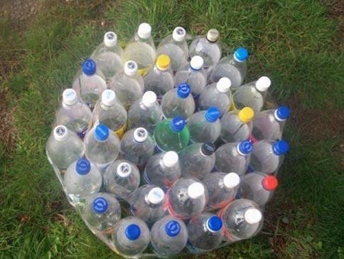 Банкетка из пластиковых бутылок
