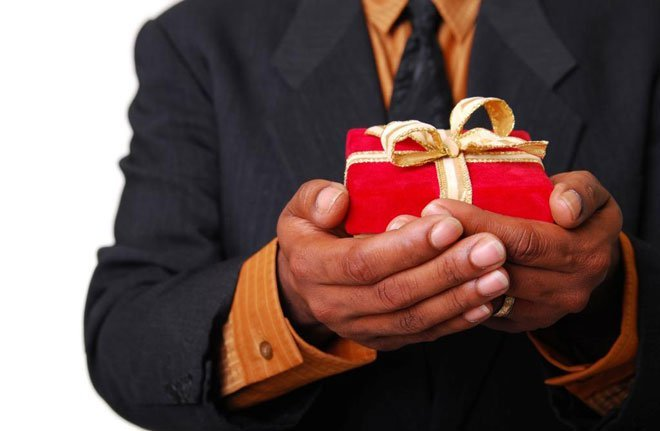 Что подарить начальнику?