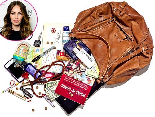 Проверим, что носят в сумочках знаменитости