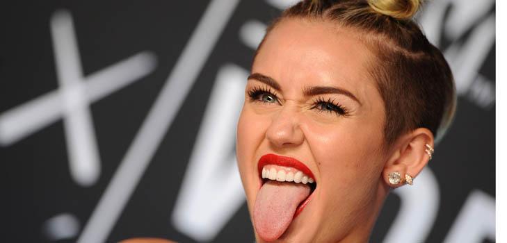Вам тоже надоел язык Майли Сайрус на всех ее фото?