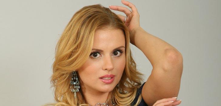 Гламурные сапожки Анны Семенович понравились не всем ее поклонникам