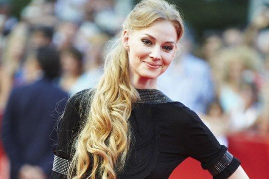 rossiyskie-aktrisi-blondinki-foto