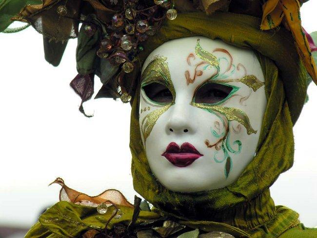 Как сделать маску своими руками для Хэллоуина?