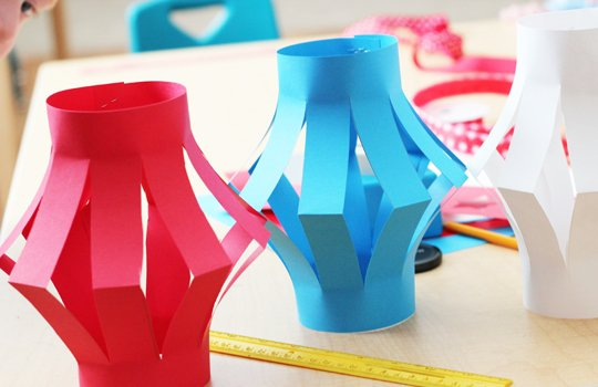 Фонарик из цветной бумаги как сделать