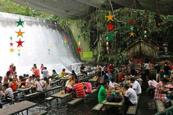 Ресторан у подножия водопада в Сан Пабло (6 фото)