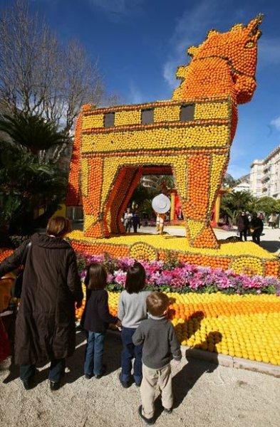 Лимонный фестиваль во Франции (21 фото)