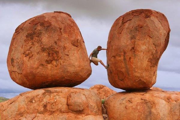 10 балансирующих камней мира (21 фото)