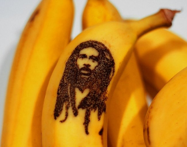 Искусство выцарапывания портретов на бананах от Honey (6 фото)