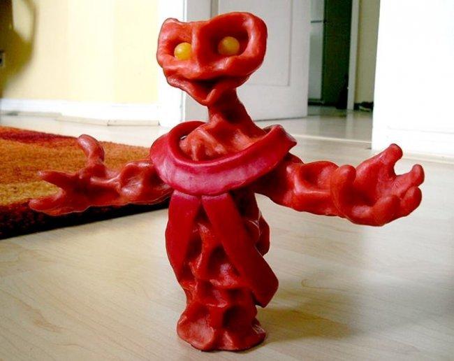 Удивительные скульптуры из восковых оберток для сыра от Герда Штенманна (11 фото)