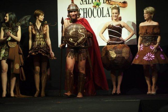 Платья из шоколада на показе в Брюсселе (21 фото)