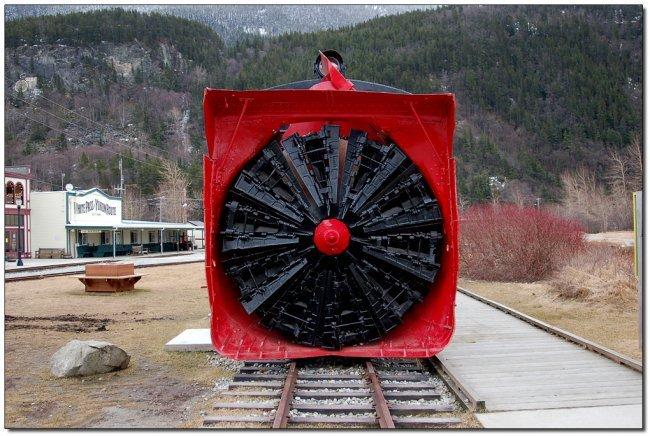 Снегоуборочный поезд Аляски (3 фото + видео)