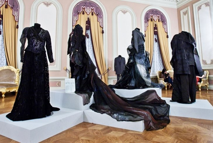 Выставка театральных костюмов от именитых кутюрье в Петербурге