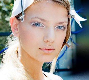 Белый макияж